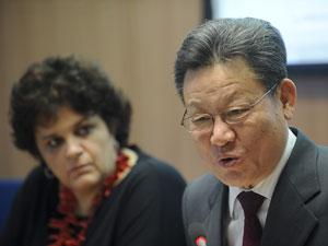 O secretário-geral da Rio+20, Sha Zukang, com a ministra do Meio Ambiente, Izabella Teixeira (Foto: Wilson Dias / Ag. Brasil)