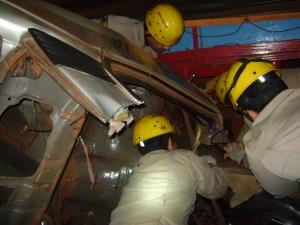 Carro de passeio bateu de frente com caminhão na BR-452 (Foto: Divulgação/PRF-GO)