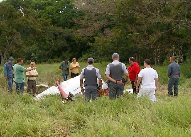 Dois morrem em queda de aeronave entre Nova Odessa e Americana (Foto: Reprodução EPTV)