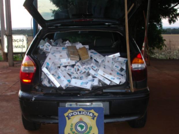 Polícia apreende 490 pacotes de cigarros contrabandeados em rodovia de MS (Foto: Divulgação: PRF/MS)