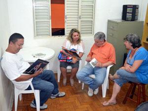 Edson possui um QG em casa onde se reúne com outros fãs (Foto: Tiago Campos/G1)