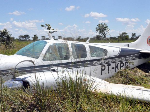 Avião com três bombeiros faz pouso forçado em Campo Grande (Foto: Tatiane Queiroz/G1 MS)