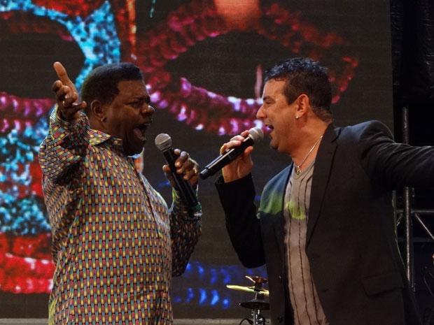 Emílio Santiago e André Rio cantam juntos na festa de aniversário do Recife (Foto: Luna Markman/G1)