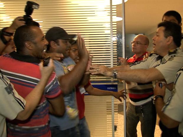 agentes de endemias ocupam AL do Ceará (Foto: TV Verdes Mares/ Reprodução)