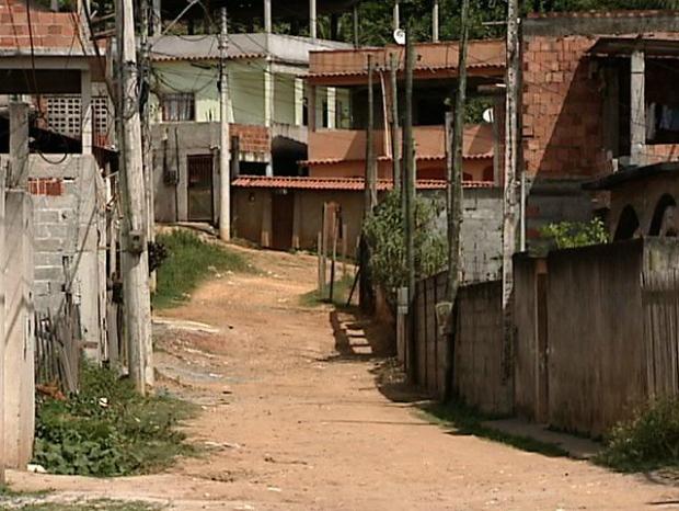 Rua São Mateus, no bairro Porto Novo, em Cariacica, foi cenário de dois homicídios em mesno de 15 horas, no Espírito Santo (Foto: Reprodução/TV Gazeta)