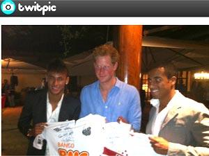 Neymar e Lucas participam de evento beneficente com o príncipe Harry (Foto: Reprodução / Twitter)