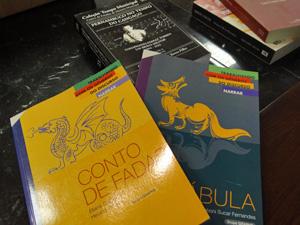 Livros técnicos e de literatura integram kit dos professores. (Foto: Katherine Coutinho / G1)