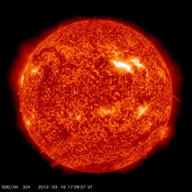 Atividade do Sol no último sábado (10), quando ocorreu a última erupção (Foto: NASA/SDO/AIA)
