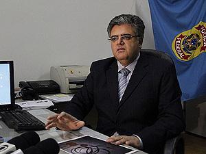 O delegado Nelson Edilberto Cerqueira em entrevista coletiva em Araraquara (Foto: Fabio Rodrigues/G1)