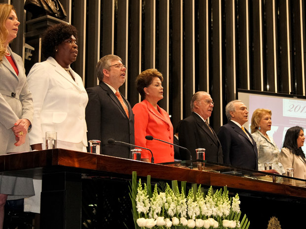 Presidente Dilma Rousseff em cerimônia na qual recebeu prêmio do Senado por luta dos direitos femininos (Foto: Roberto Stuckert Filho / Presidência)