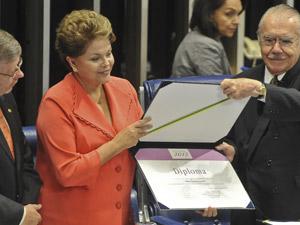 A presidente Dilma Rousseff ao lado dos presidentes da Câmara e do Senado (Foto: Antônio Cruz / Agência Brasil)