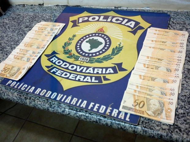 Condenado por assalto a banco é encontrado com R$ 8 mil em notas falsas em MS (Foto: Divulgação/PRF)