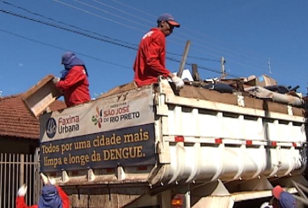 Caminhão da limpeza irá percorrer bairros até dia 12 de abril (Foto: Reprodução / TV Tem)