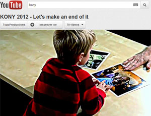 Momento em que James Russel mostra fotos do 'bom' e 'mau' para o filho  (Foto: Reprodução/YouTube)