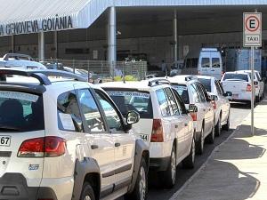 Táxis no Aeroporto Santa Genoveva, em Goiânia. (Foto: Cristina Cabral / O Popular)