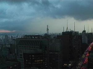 Temporal atinge regiões de São Paulo (Foto: Reprodução/TV Globo)