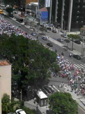 Professores fizeram passeta na Av. Cândido de Abreu (Foto: Murilo Almeida)