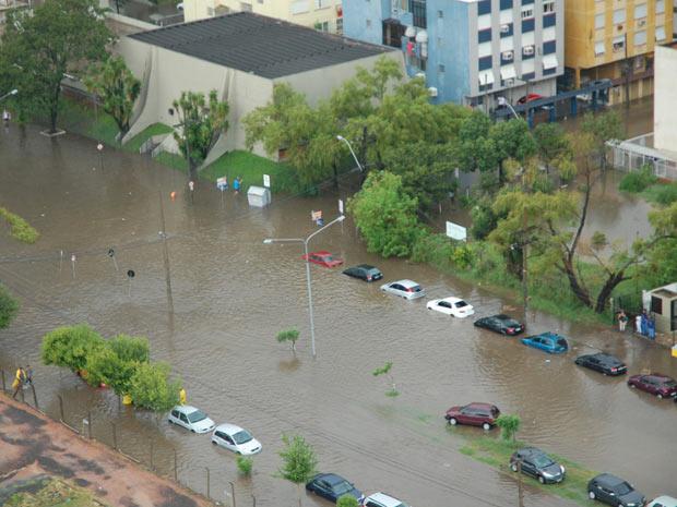 Avenida alagou rua no centro de Porto Alegre (Foto: Marjuliê Martini/Divulgação)