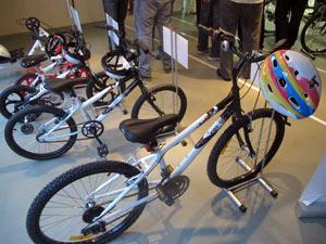 Sorteados vão pagar a taxa de R$ 200 e vão ganhar kit com bicicleta, capacete e camisa (Foto: Tássia Thum/G1)