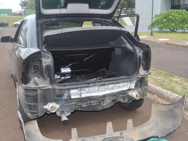 Crack no parachoque de carro em Foz do Iguaçu (Foto: Divulgação)