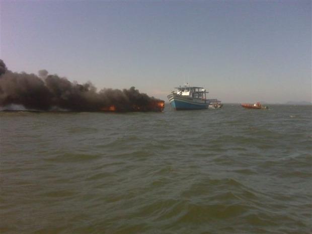 Ninguém ficou ferido, segundo os bombeiros (Foto: Luciano A. Fabrício)