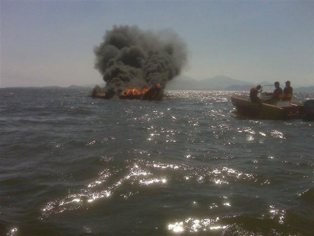 Fogo foi controlado rapidamente, segundo os bombeiros (Foto: Luciano A. Fabrício)