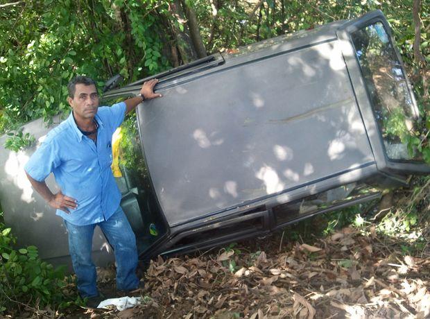 Motorista saiu ileso apesar da gravidade do acidente no acesso a Aracaju (SE) (Foto: Flávio Antunes/G1 SE)