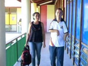 Natural de Pernambuco, Robson e a mãe moram no Crato desde o início deste ano (Foto: TV Verdes Mares/Reprodução)