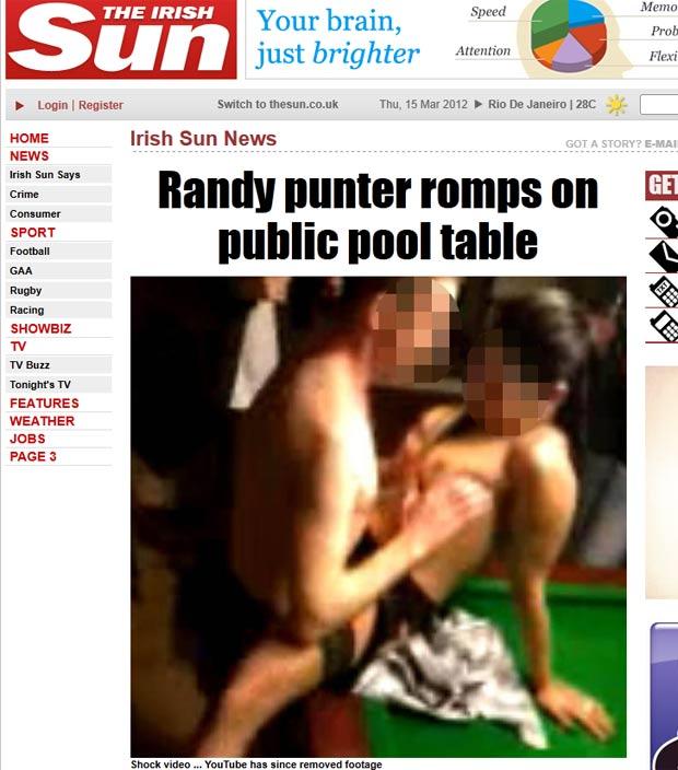 Homem é filmado fazendo sexo com garota de programa em cima de mesa de sinuca. (Foto: Reprodução/The Sun)