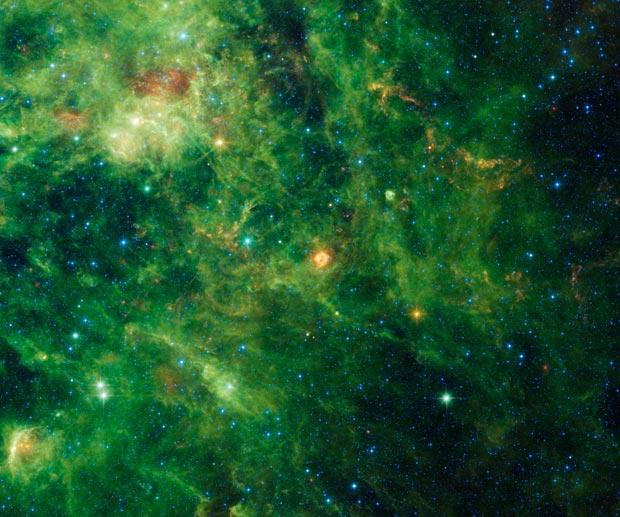Nuvem de poeira estelar vista pelo telescópio espacial Wise, da Nasa (Foto: Reuters/Nasa/JPL-Caltech/UCLA/Handout)