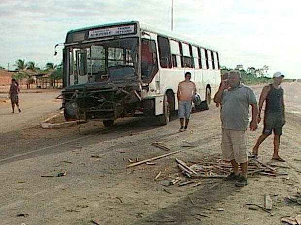 Acidente na BR-235 (Foto: Imagem/TV São Francisco)