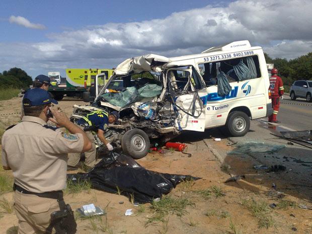 Acidente ocorreu na BR-392, entre Rio Grande e Pelotas (Foto: Nauro Júnior/Agência RBS)
