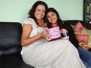 Jacqueline Conceição da Silva ensinou a filha a só comprar à vista (Foto: Alex Araújo/G1)