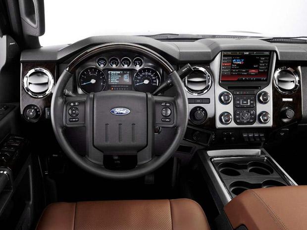 Auto esporte ford apresenta a picape de luxo super duty for Camiones ford interior
