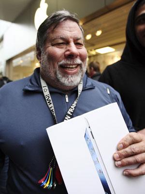 steve wozniak com novo ipad (Foto: David McNew/Reuters)