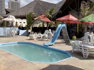 Piscina de barraca de praia não tem área cercada. (Foto: TV Verdes Mares/Reprodução)