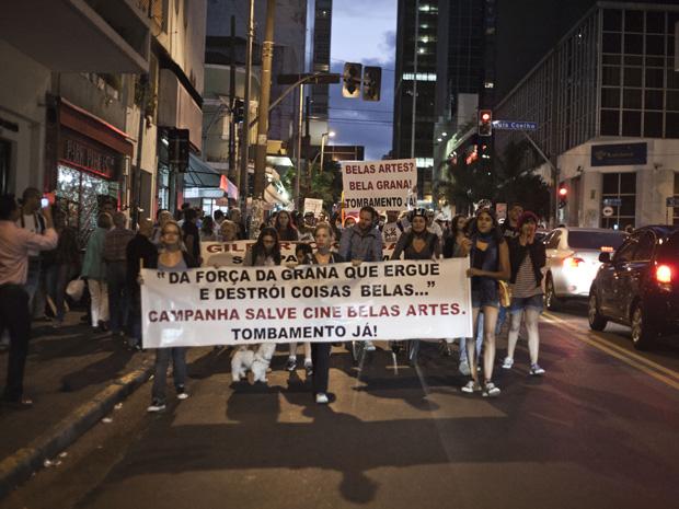 Grupo faz protesto contra fechamento do Cine Belas Artes (Foto: Ênio Cesar/Folhapress)