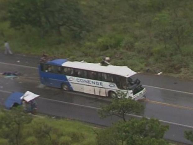 Acidente deixa ao menos 15 mortos em MG, diz PRF (Foto: Reprodução/TV Globo)