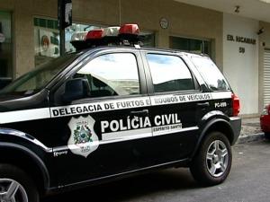Perícia da Polícia Civil passou a tarde no prédio. (Foto: Reprodução/TV Gazeta)