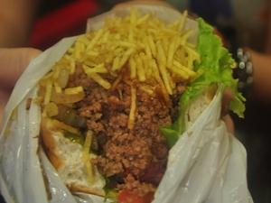 Carne e frango desfiados são incomuns em outras cidades e estados (Foto: Natália Clementin / G1)