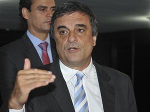 José Eduardo Martins Cardozo (Ministério da Justiça) disse que inquérito foi aberto para investigar esquema de fraude de licitações em hospitais (Foto: Valter Campanato/ABr)