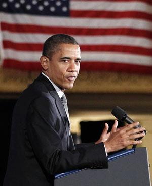 Obama discursa durante evento para arrecadar fundos para a campanha, na sexta (16), em Chicago (Foto: Pablo Martinez Monsivais / AP)