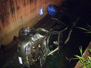 Aposentado morreu após veículo cair em córrego de São Carlos, SP (Foto: Reprodução/EPTV)