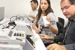 Testes sobre segurança de urnas eletrônicas (Foto: Divulgação / TSE)