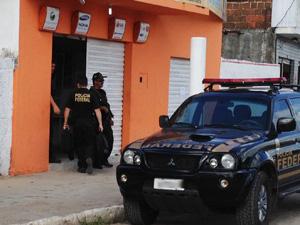 Polícia Federal realiza operação em Santa Rita, Paraíba (Foto: Walter Paparazzo/G1)
