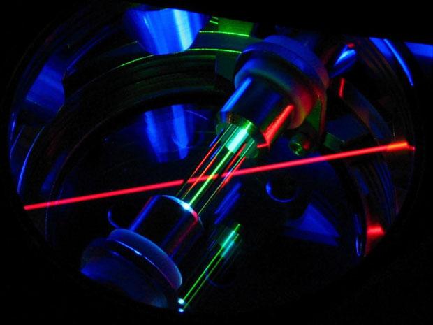 Laser interage com os átomos de tório (Foto: Corey Campbell/Georgia Tech/Divulgação)