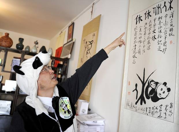 Ele usa fezes de panda como fertilizante. (Foto: Liu Jin/AFP)