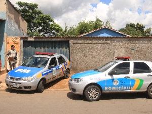 Casal é encontrado morto em casa, no Residencial Itaipu, em Goiânia (Foto: Sebastião Nogueira/Jornal O Popular)