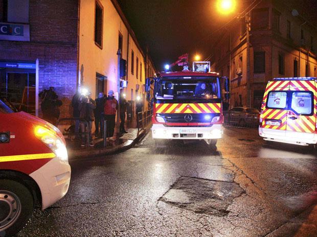 Polícia bloqueia quarteirão em operação para prender suspeito de ataque a escola judaica (Foto: Pascal Parrot/Reuters)