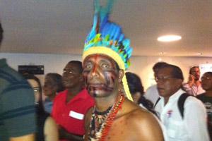 Índio que acompanhou votação da proposta na CCJ da Câmara (Foto: Nathalia Passarinho / G1)